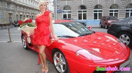 Ладі Дэнс подарували Ferrari
