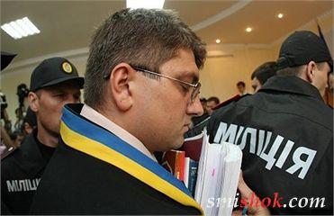 Тимошенко попросила закрити справу. Суддя пішов на годину подумати