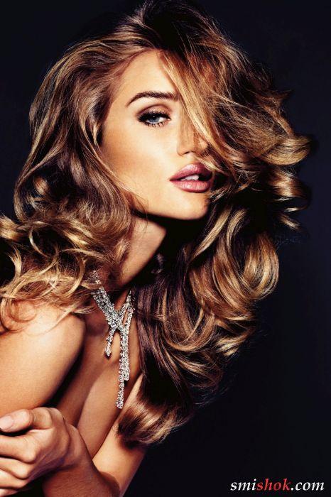Оголена фотосесія Розі Хантінгтон-Уайтлі - для журналу Vogue