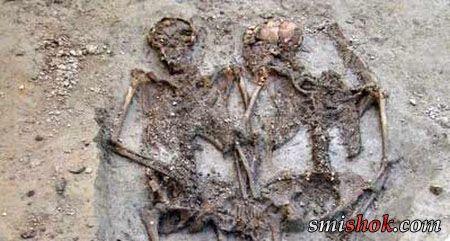 В Італії знайдена закохана пара, яка разом півтора тисячоліття