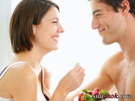 Смачний секс: ласки з ягодами, шоколадом і вершками