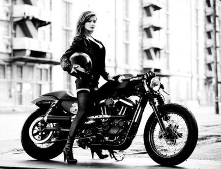 Девушки и мотоциклы - это идеальное сочетание