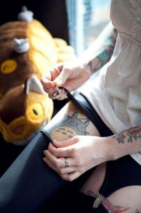 Татуировки на прекрасном женском теле...