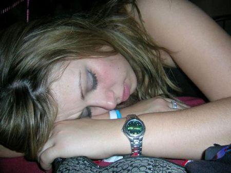 Спящие девушки могут быть также очаровательными