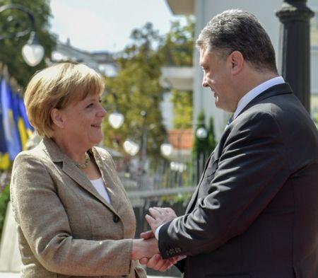 """Порошенко назвал Меркель """"адвокатом Украины"""""""