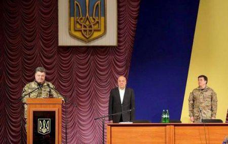 В Донецкой области строят третью линию обороны – Порошенко