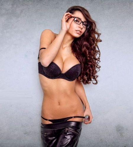 Идут ли девушкам очки?