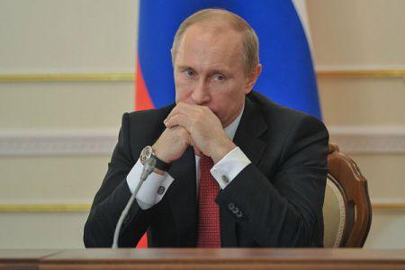 Рейтинг Владимира Путина упал впервые с начала украинского кризиса