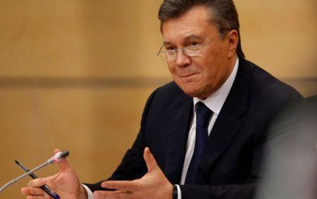 После бегства Януковичу и Азарову продолжали выплачивать пенсии – СМИ