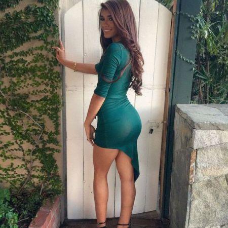 Хорошее платье украшает женщину