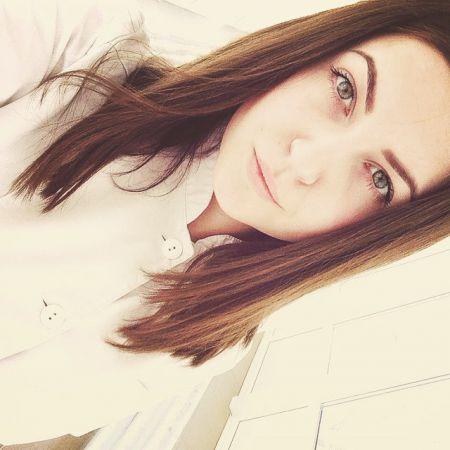 Девушки в белых халатах