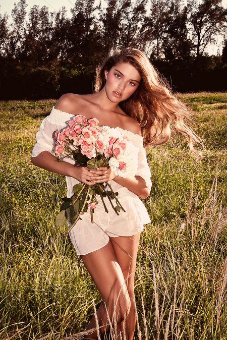 Даниэла Лопес Осорио показала красивое тело