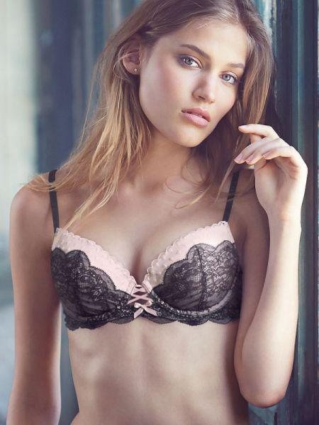 Соня Горелова красивая девушка в нижнем белье