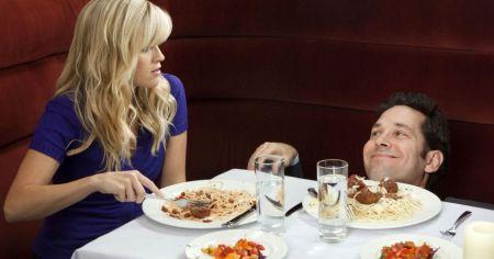 13 вещей, которых категорически не стоит делать на первом свидании