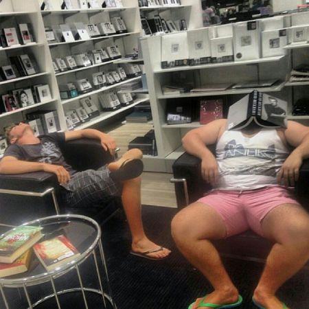Несчастные мужчины что вынуждены ходить с женой по магазинам