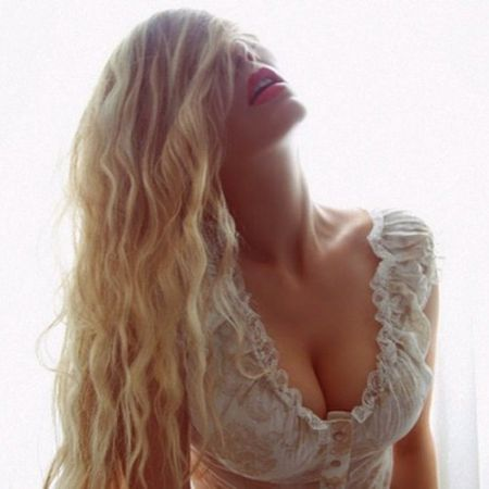 Блондинка с полутора миллионами подписчиков в Инстаграм