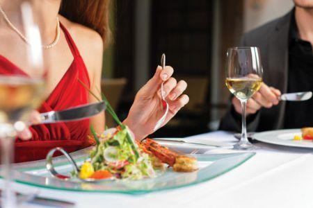 15 ошибок этикета, которые все совершают в ресторане