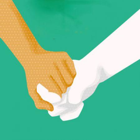 9 способов, которыми влюбленные держатся за руки, и что они означают
