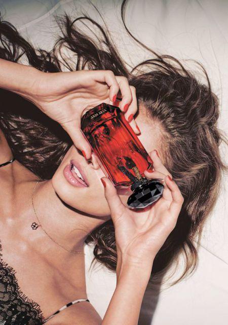 Жозефин Скривер и Тейлор Хилл в новом каталоге от Victoria's Secret