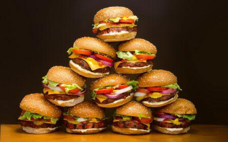 Гамбургеры в буквальном смысле повреждают мозг