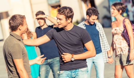 7 способов понравиться незнакомым людям