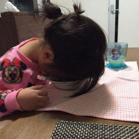 Японские дети уснувшие в смешных позах