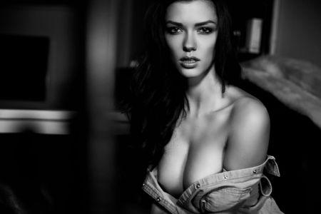 Анна-Кристина Шварц изящная и длинноногая модель