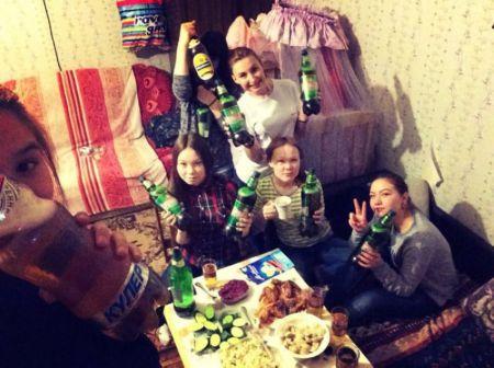 Пьяные девчонки уходят в отрыв