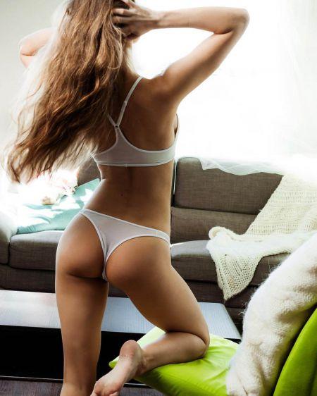 Анна Люьис красивая брюнетка