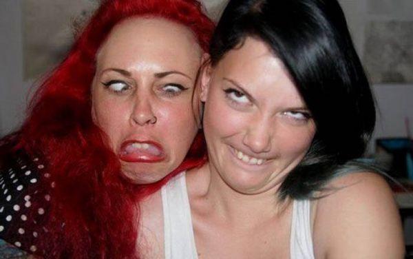 Девушки дурачатся (41 фото)