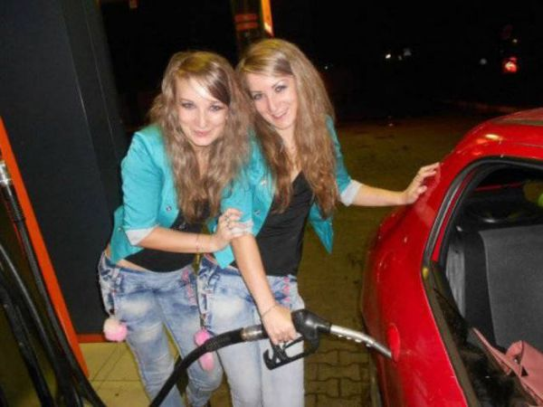 Девушки за рулем (33 фото)