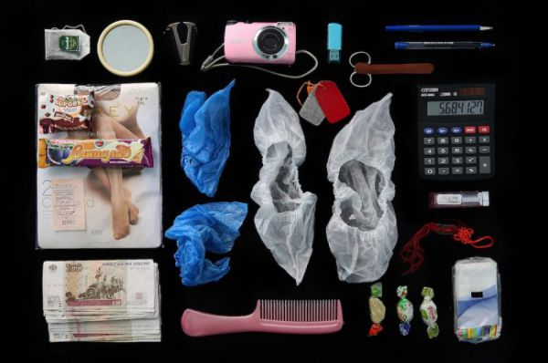Что девушки носят в сумочках? Ответ найден