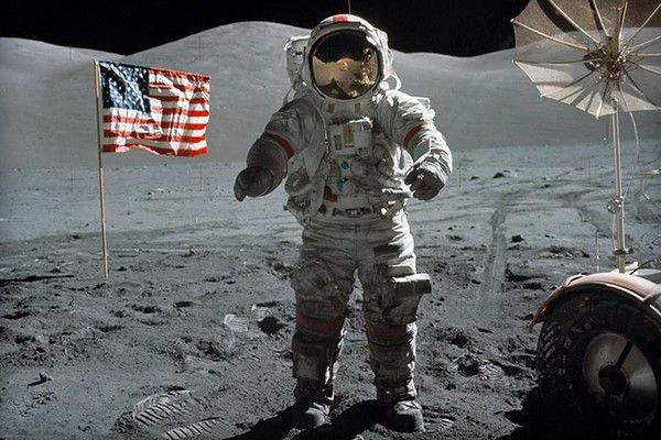 """В NASA 40 лет скрывали """"ужасную"""" тайну Луны"""
