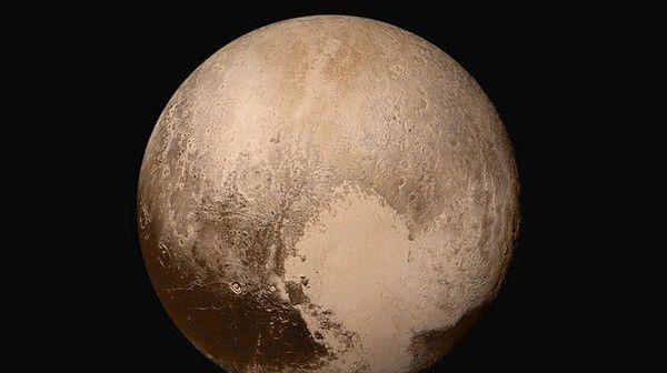 """Ученые раскрыли тайну """"ледяного сердца"""" Плутона"""