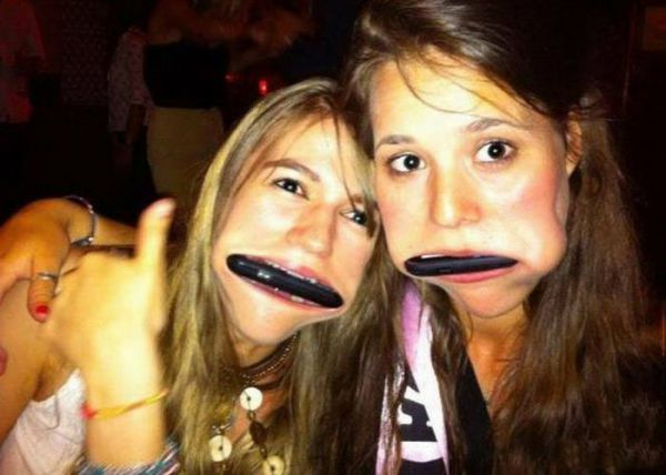 Забавные девушки и их гаджеты