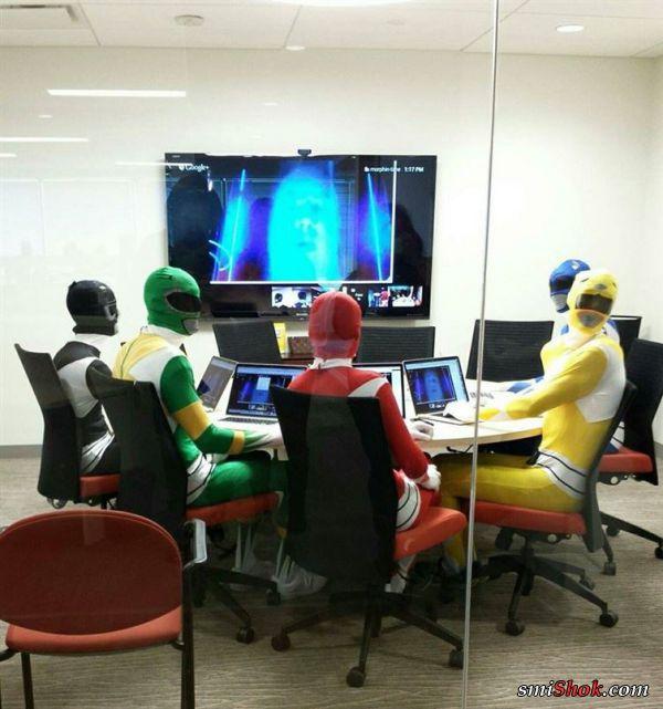 Эти люди умеют весело проводить время на работе