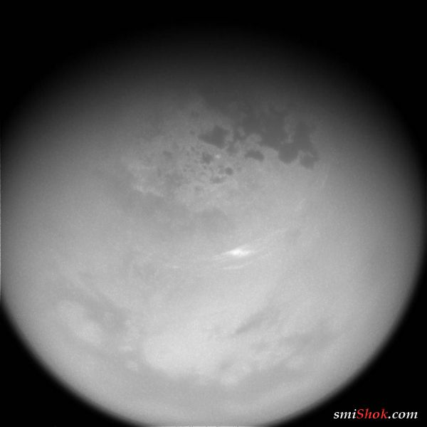 NASA показало необычные облака на спутнике Сатурна