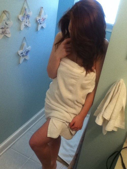 Селфи девушек в полотенцаз (19 фото)