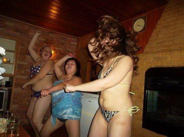 Девушки отрываются (33 фото)