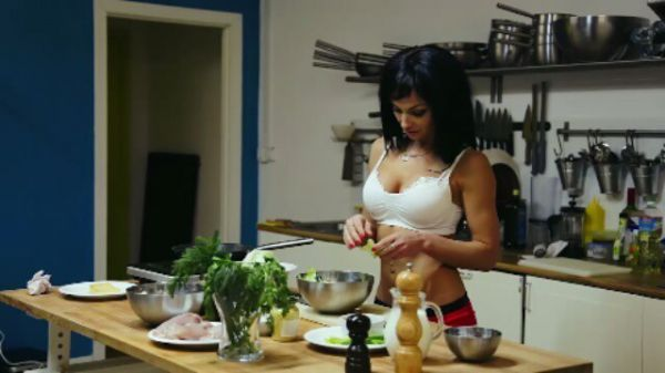 Даже если эти девушки готовят не вкусно, то им можно все простить..