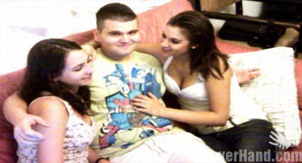 Смешно смотреть. Парни стесняются обнимать девушек (44 фото)
