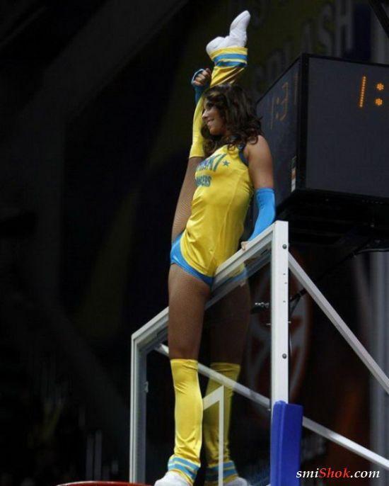 Красиво и смешно, спортивные девушки дурачатся (26 фото)