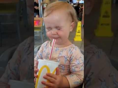 Реакция ребенка который впервые пробует Кока-Колу