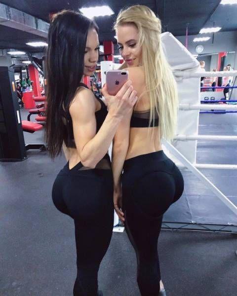 Девушки в обтягивающих штанах (37 фото)