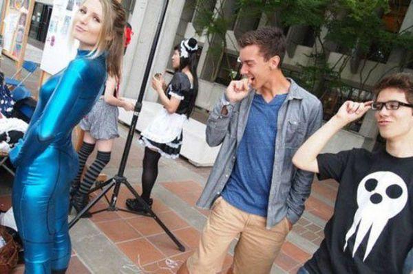 Мужчины пялятся на женщин (23 фото)