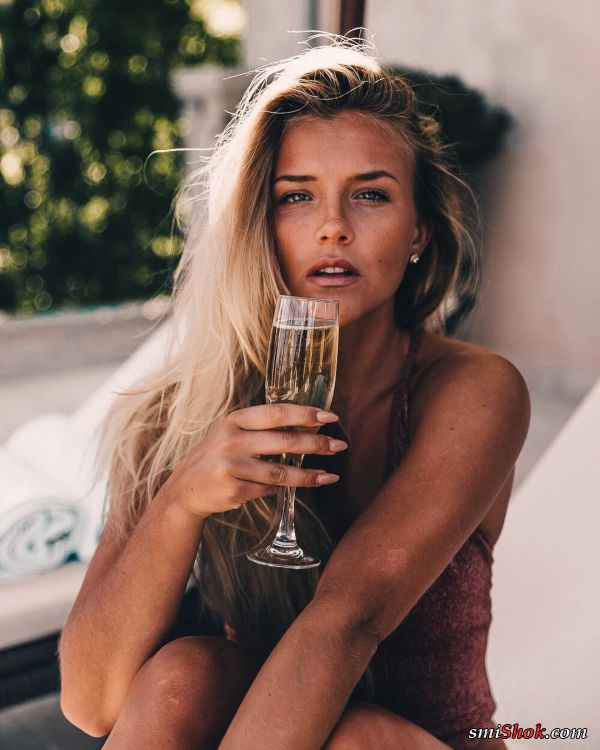 Молли Рустас девушка с естественной красотой