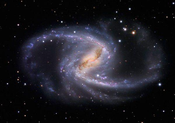 Астрономы засняли красивую галактику со спиральными рукавами