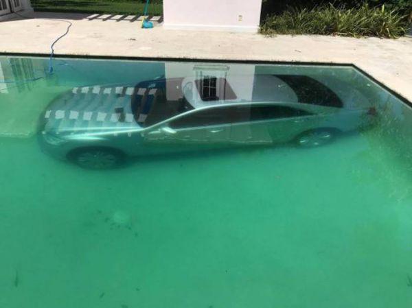 Она утопила «Мерседес» в бассейне и вот почему