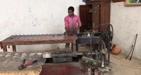 Как делают сетку-рабицу в Индии