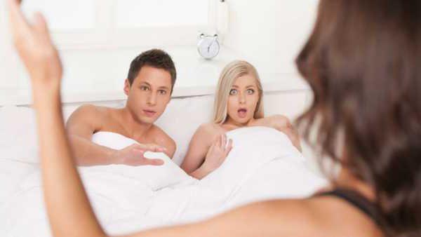 Жена застала мужа с другой. Но он все гениально объяснил